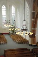 Grote kroonluchters kerk