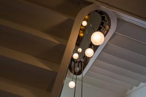 Onderaanzicht hanglamp in trappengat